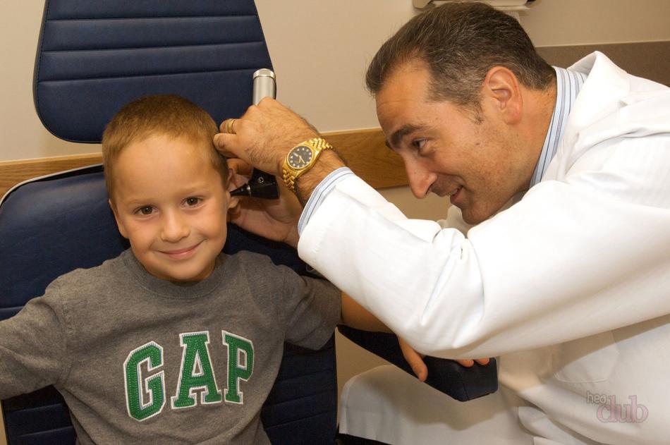 Симптомы ушной пробки